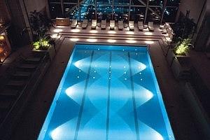 Подсветка бассейна, фото - cometepool.ru